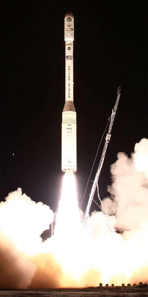 Le lanceur Taurus XL au décollage, emmenant OCO sous une coiffe… qui refusera de le libérer. Crédit Nasa