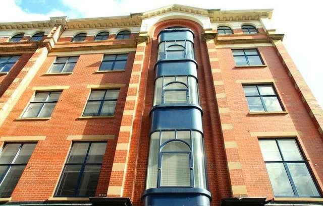 Une loggia est une pièce de l'habitation qui ne comporte que des baies vitrées. © Albert Bridge, CC BY-SA 2.0, Geograph.ie