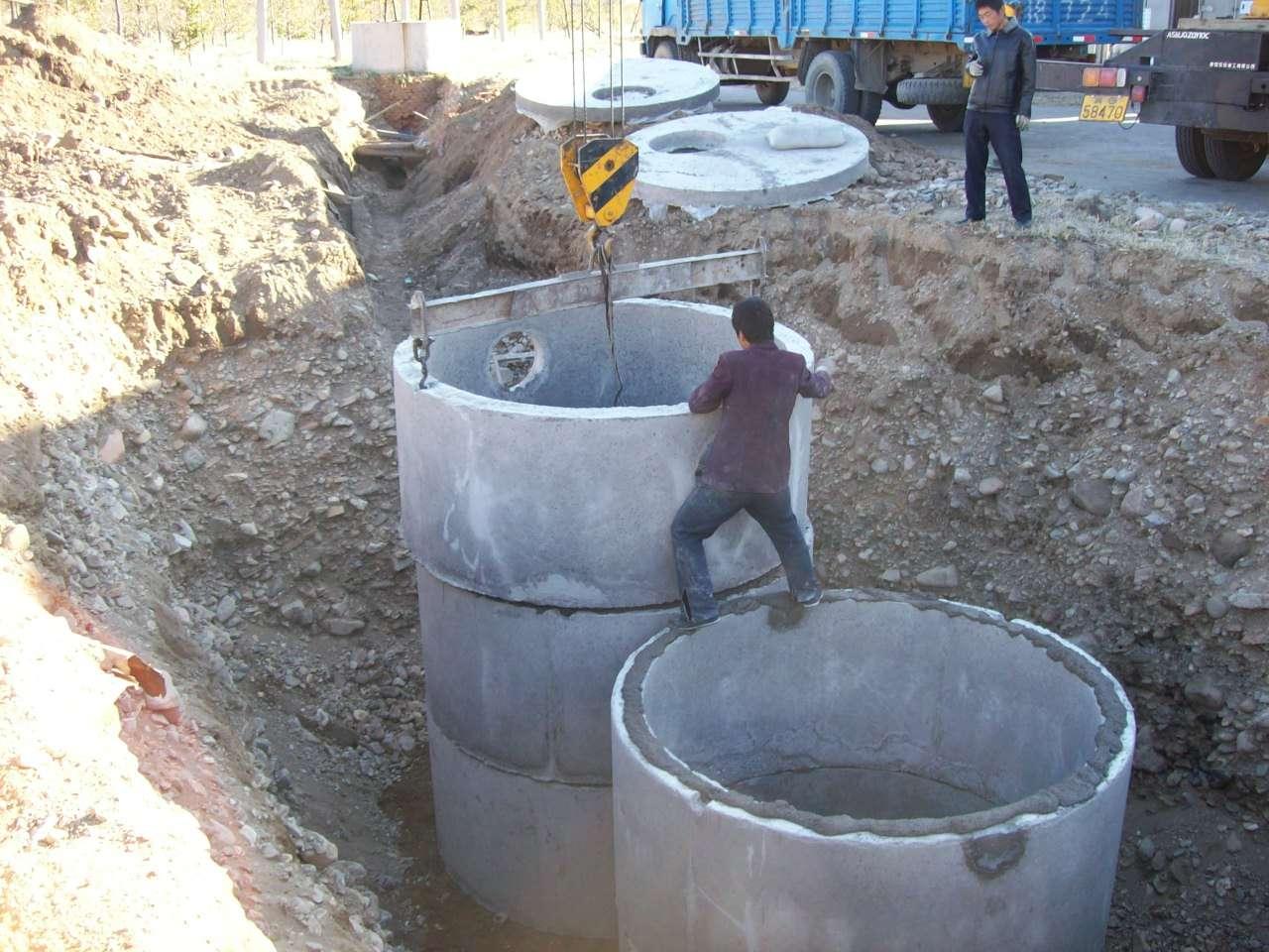 Les fosses septiques doivent désormais traiter toutes les eaux usées. © Bertrouf, Wikimedia commons, CC BY-SA 3.0