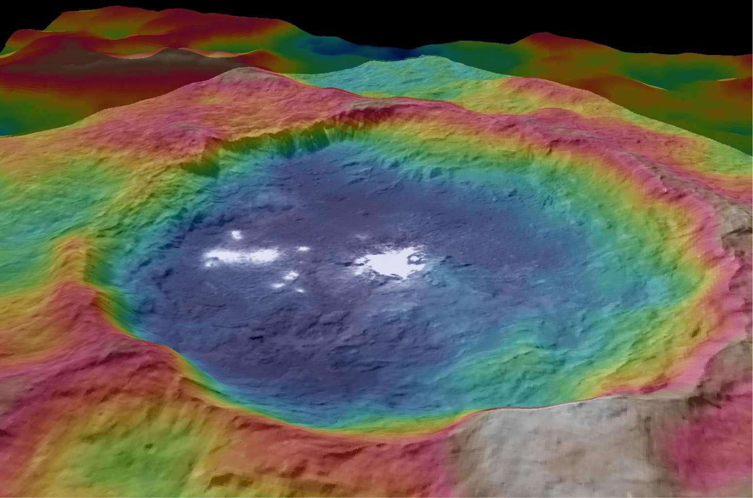 Large de 90 km, le cratère Occator doit sa célébrité aux énigmatiques taches blanches parsemées en son sein. Les couleurs correspondent aux différences d'altitude : en bleu, les plus basses et en rouge, les plus élevées. © Nasa, JPL-Caltech, UCLA, MPS, DLR, IDA