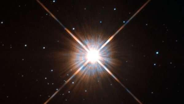 L'étoile la plus proche du Soleil, Proxima Centauri, photographiée avec le Wide Field and Planetary Camera 2 (WFPC2). © Nasa, Esa