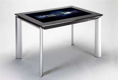 La SUR 40, alias Surface 2, ressemble vraiment à une table. Mais c'est un ordinateur... © Microsoft