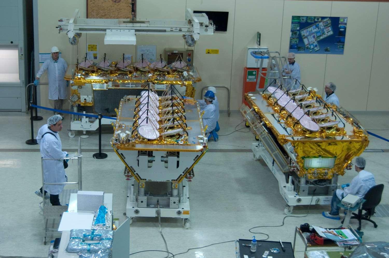 Les quatre premiers satellites d'O3b ont été acheminés au Centre spatial guyanais, d'où ils seront mis en orbite par un lanceur Soyouz. Le lancement est prévu en mai. © Rémy Decourt, Futura-Sciences