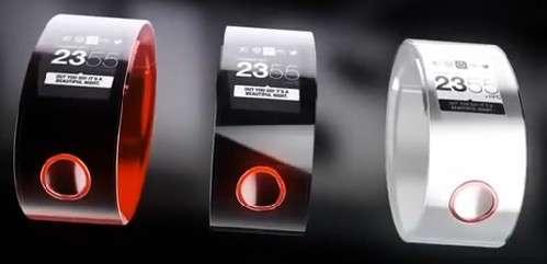 Si la version finale de la montre est conforme au concept présenté, la Nismo Watch devrait intégrer un écran incurvé, peut-être même flexible. Mais Nissan n'a pas donné de précision à ce sujet. © Nissan