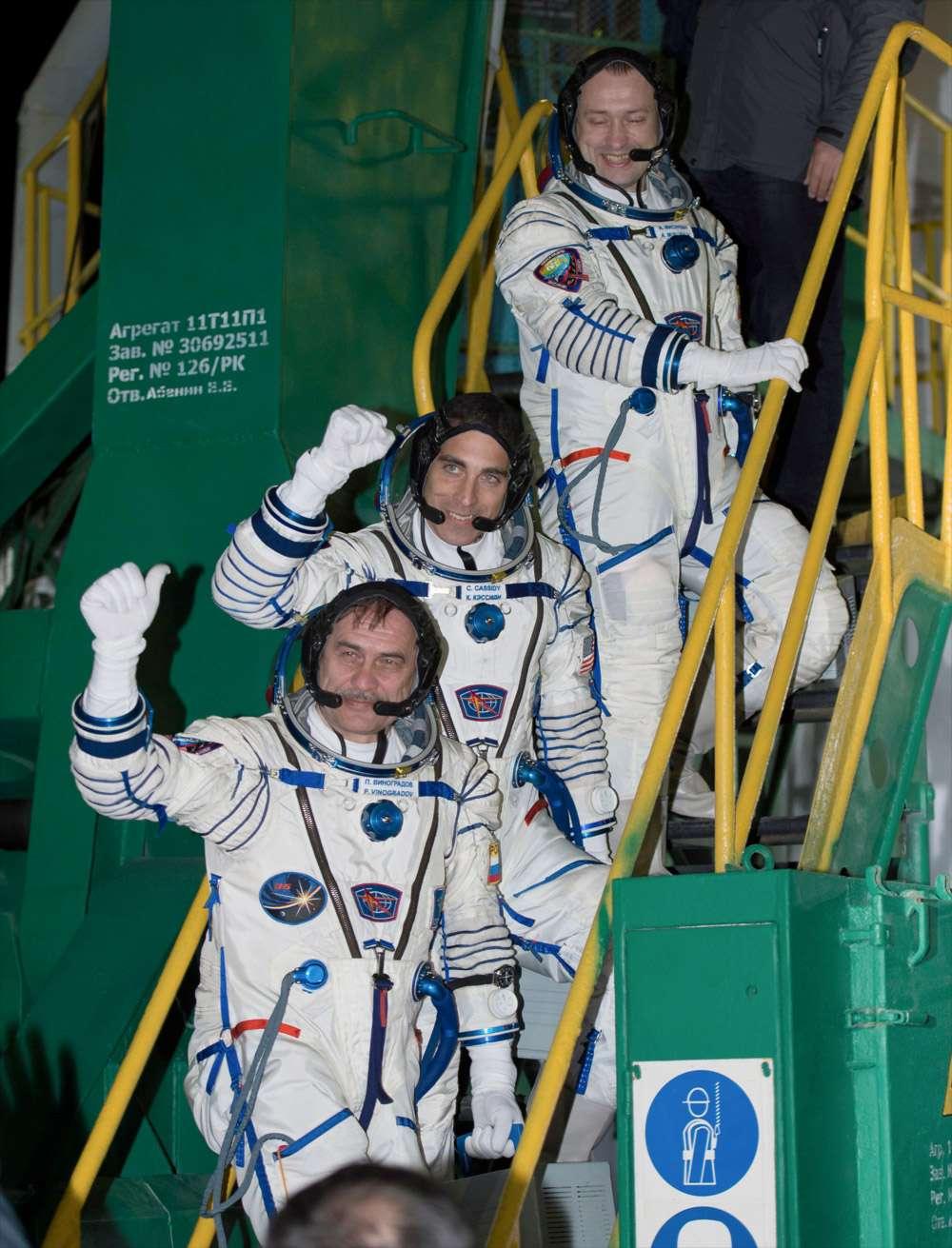 Les trois membres de l'Expedition 35. Ils ont rejoint l'équipage à bord de l'ISS avec à sa tête l'astronaute Chris Hadfield, le premier Canadien à commander la Station. © Carla Cioffi, Nasa