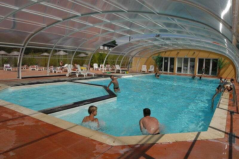 Le principal avantage de la déshumidification de la piscine est un confort supplémentaire. © Jlgaud, Wikimedia Commons, CC BY-SA 2.0