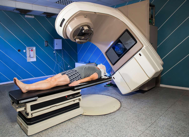 L'astate 211 est utilisé en médecine comme émetteur de particules alpha pour la radiothérapie. © adriaticfoto, Shutterstock