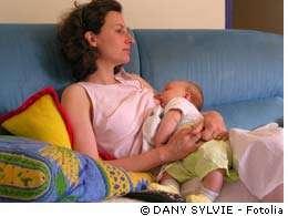 Tout démontre que l'allaitement au sein est la meilleure source alimentaire pour les nourrissons. © Dany Sylvie/Fotolia