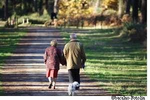 Les malades de Parkinson pourraient bénéficier d'un nouveau traitement pour améliorer la marche. © Bacalao / Fotolia
