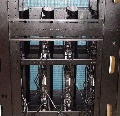 Une partie des 16 PlayStation 3 reliées en réseau. Crédit : université du Massachusetts