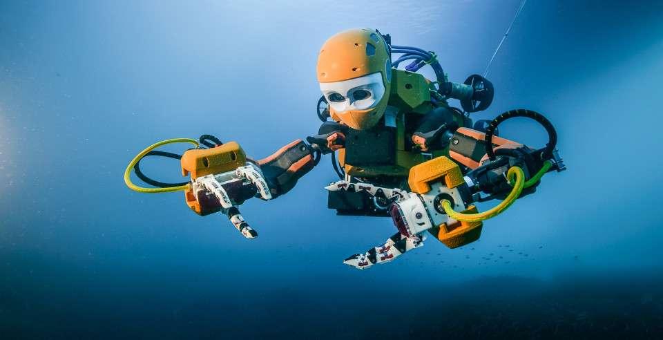 Les mains articulées d'OceanOne sont munies de capteurs de force qui renvoient au pilote des effets haptiques grâce auxquels il peut évaluer la consistance et la fragilité d'un objet. © Fréderic Osada et Teddy Seguin/DRASSM