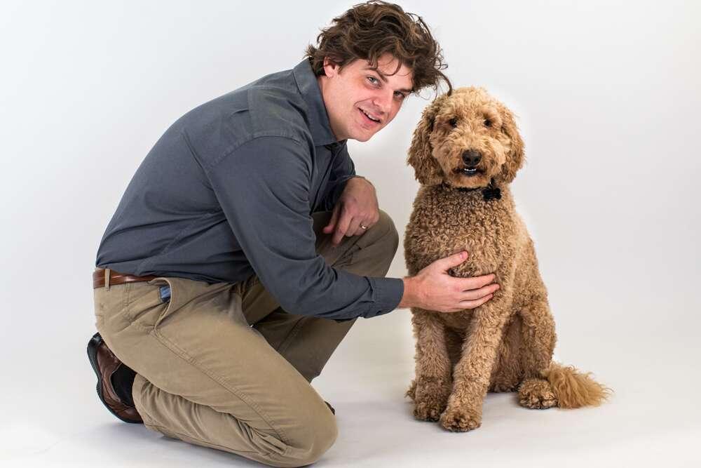 Brian Hare est professeur associé en anthropologie évolutionnaire à la Duke University. Il est également directeur du Canine Cognition Center. Spécialiste du comportement du chien Brian Hare vient de mettre en ligne une application Web, le Dognition Project. Il permet à n'importe quel propriétaire de chien d'évaluer l'intelligence de son propre animal. © Dognition.com