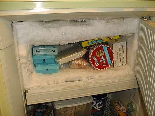 Lorsqu'un freezer ou un congélateur est rempli à ce point de glace, ses performances énergétiques sont dramatiquement réduites, et sa consommation fortement augmentée. © Ferricide CC by-nc-sa 2.0