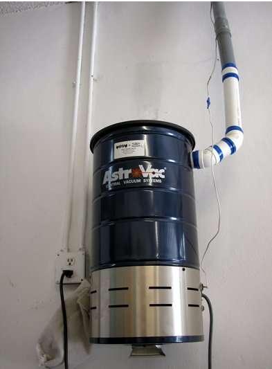 L'aspiration centralisée est principalement composée d'un aspirateur central. Sur la photo, on peut voir un exemple d'aspirateur central. © PleaseStand, CC BY 3.0, Wikimedia Commons