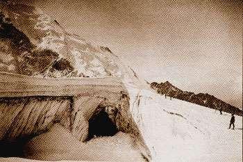 Le tunnel de drainage creusé sous le glacier en 1904 pour faciliter l'évacuation de l'eau de fonte. © DR