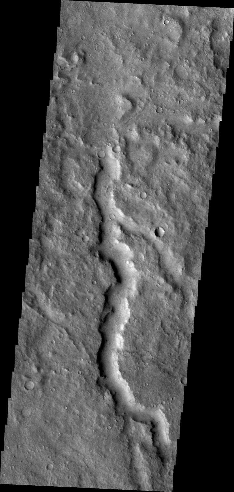 Pour David Leverington, les canaux qui caractérisent la surface de Mars ont été formés non pas par des eaux en écoulement mais des coulées de lave se déplaçant rapidement, d'un type que nous ne voyons pas sur Terre. © Nasa/JPL/ASU