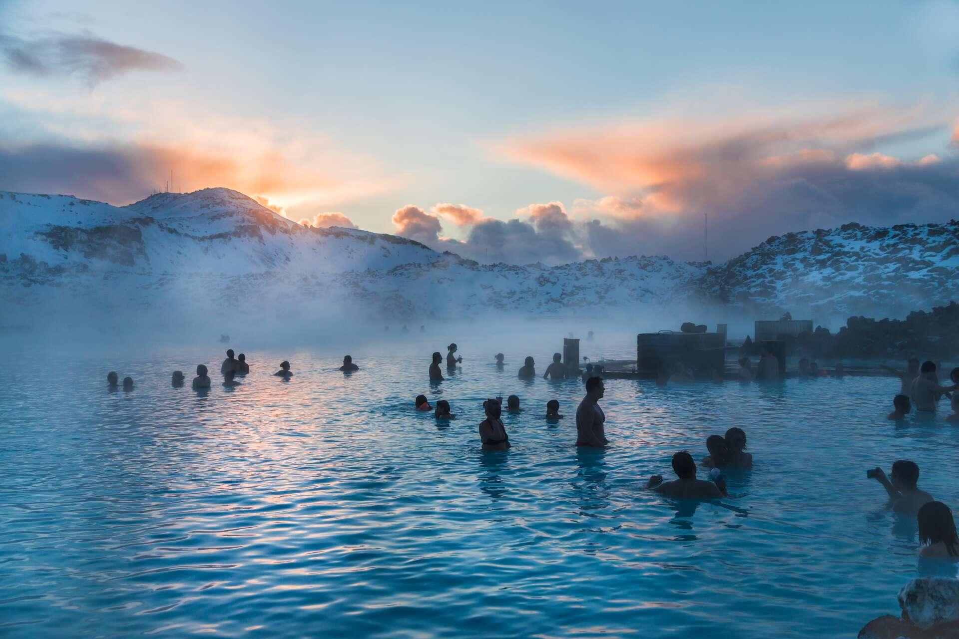 Plusieurs tremblements de terre ont eu lieu non loin du Blue Lagoon, autour de Grindavik en Islande, laissant penser qu'une éruption pourrait être imminente. © Foap.com, Adobe Stock