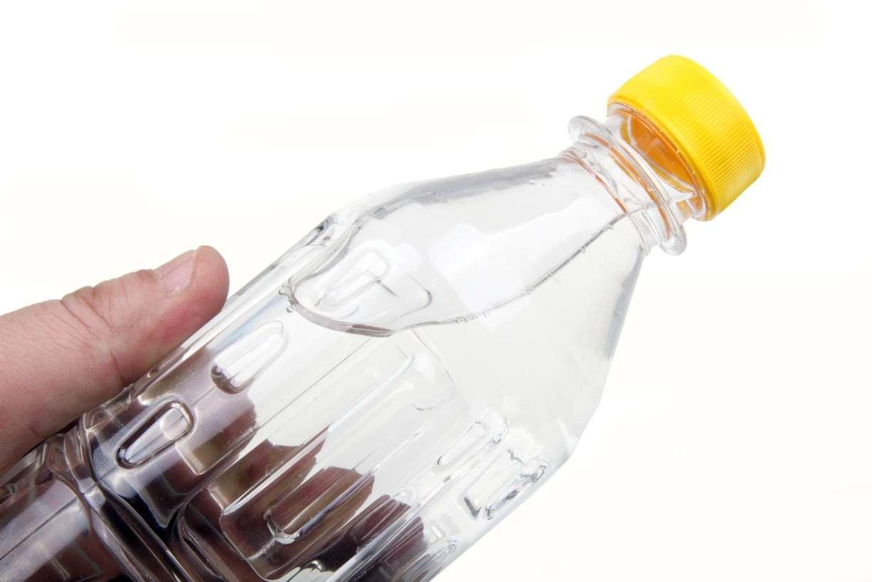 On savait que l'eau du robinet est polluée par des pesticides et des médicaments, mais on ne disposait pas d'éléments attestant que les eaux minérales en bouteille pouvaient également être contaminées par des principes actifs. D'ailleurs, les embouteilleurs réfutent cette thèse... © Linqong, StockFreeImages.com