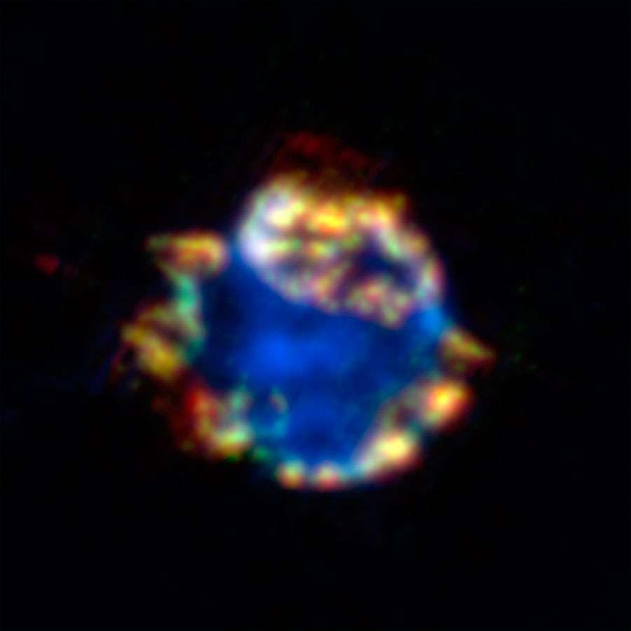 Gros plan sur la nébuleuse Cassiopée A laissée il y a environ 300 ans par l'explosion d'une étoile située à 11.000 années-lumière. Crédit : Nasa/JPL-Caltech