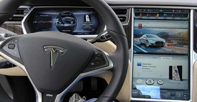 Tableau de bord d'un modèle de Tesla. © Tesla