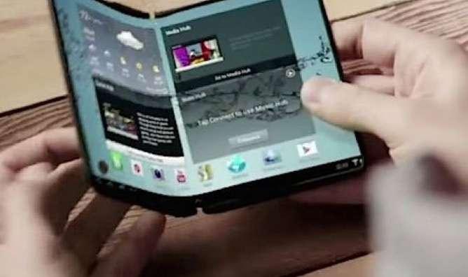 Samsung pourrait présenter dès 2016 un smartphone doté d'un écran entièrement pliable. © 2015 SamMobile.com