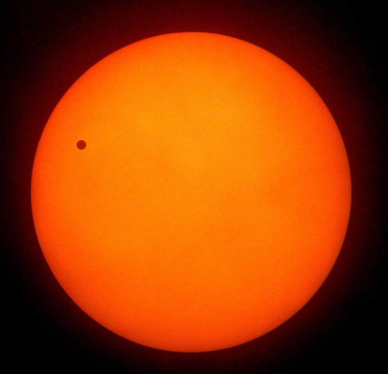 Le 6 juin 2012, le disque noir de Vénus se détachera devant celui du Soleil, comme ce fut le cas le 8 juin 2004. © Club Pégase/Laurent Pino