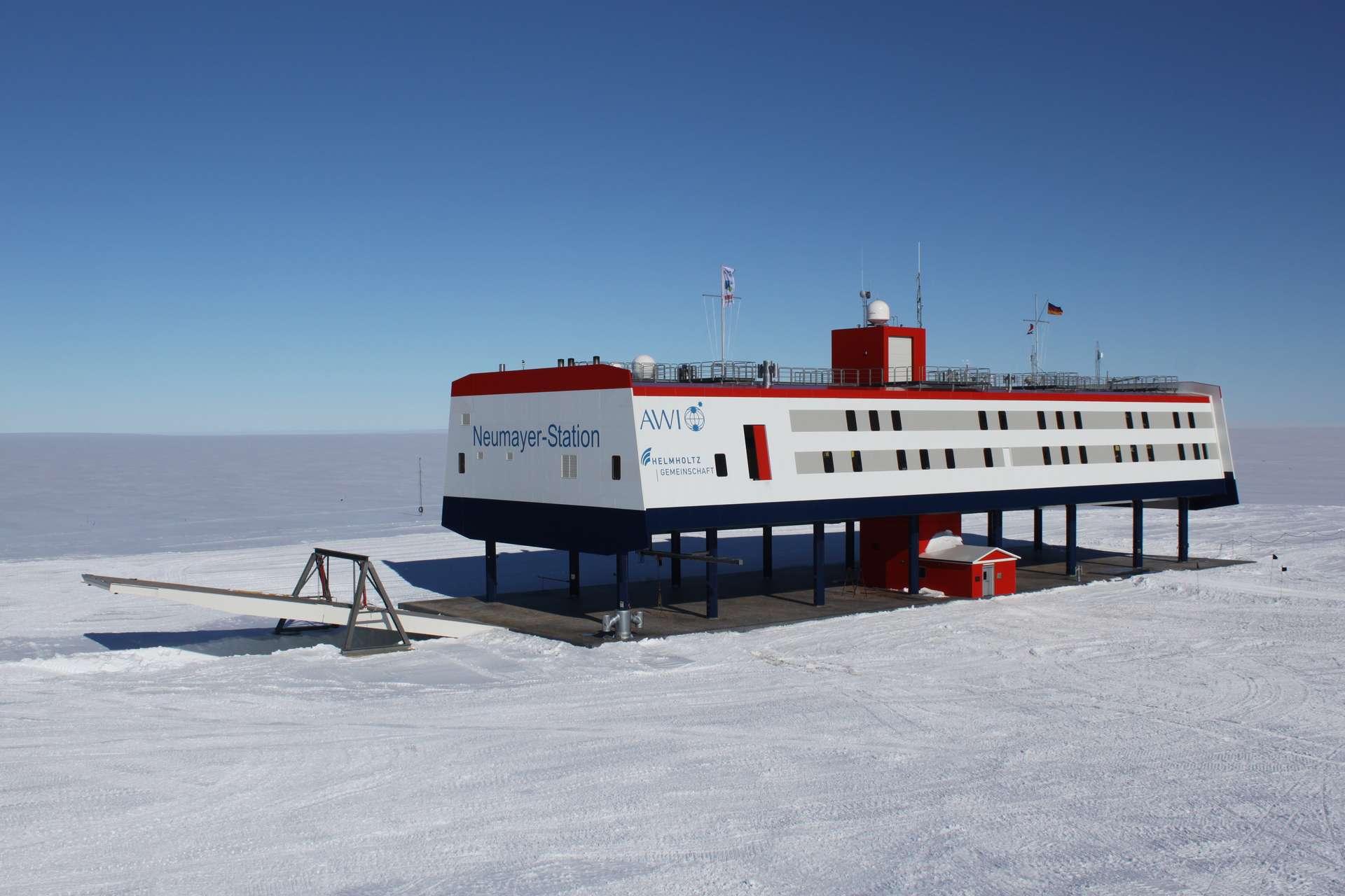 La base de recherche scientifique Neumayer III, située au nord de l'Antarctique. © Felix Riess