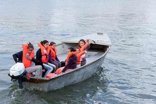 Avant toute sortie en mer, sachez quel équipement est obligatoire. Les gilets de sauvetage par exemple doivent être portés tout le long de la balade. © CG94 photos, Flickr CC by nc-nd 2.0