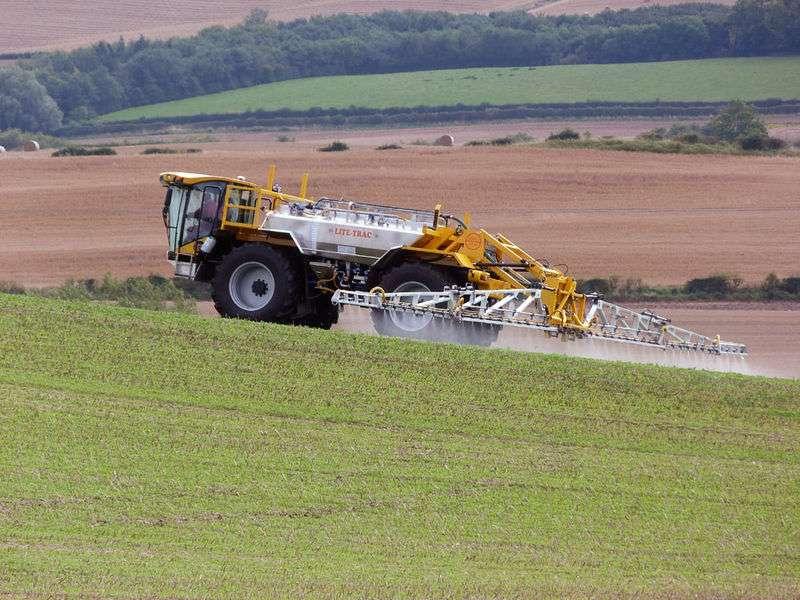 En 2007, la France a utilisé 2,9 kg de pesticides par hectare cultivé. Le plus gros utilisateur de produits phytosanitaires est la Colombie, essentiellement pour protéger les plans de café : elle a eu recours à 15,3 kg de pesticides par hectare. Les Bahamas sont en tête du classement, avec 59,4 kg. © Lite-Trac, Wikipédia, cc by sa 3.0