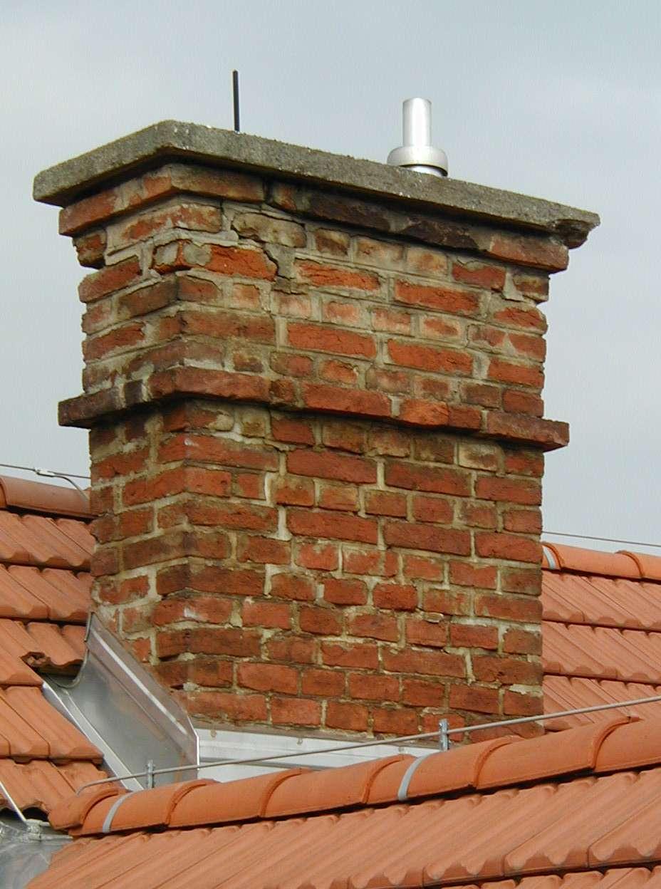 Une cheminée exige d'effectuer régulièrement des contrôles de ramonage. © Dr. Marcus Gossler, CC BY-SA 3.0, Wikimedia Commons