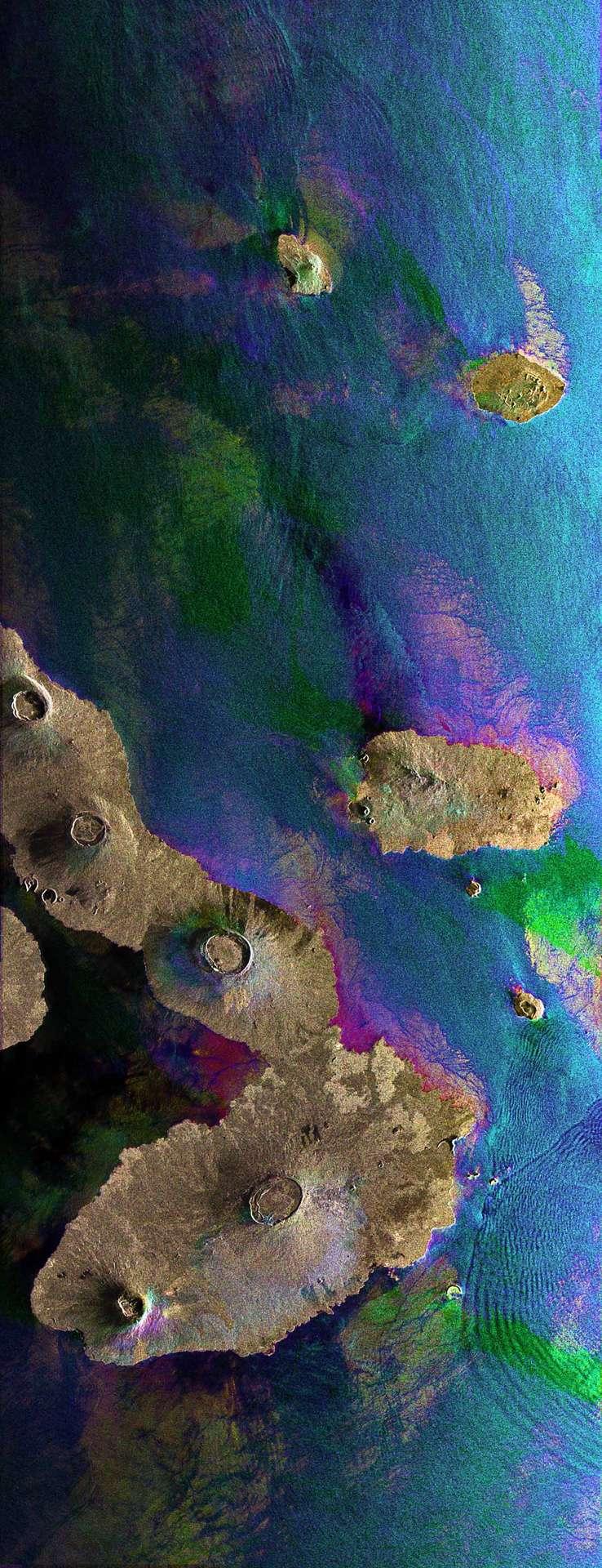 Cette image a été réalisée à partir de trois vues acquises les 23 mars 2006, 14 août 2008 et 1er janvier 2009, par le radar ASAR (Advanced Synthetic Aperture Radar) d'Envisat, associées chacune à un code couleur et combinées ensemble. Les couleurs de l'image indiquent donc les variations à la surface intervenues entre les acquisitions. Crédit : Esa
