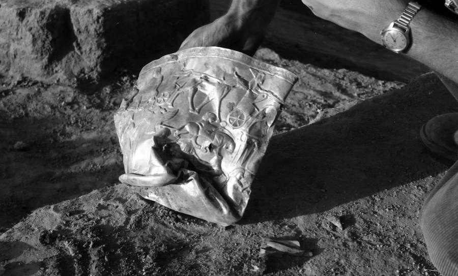 Ce bol doré était la propriété d'Hasanlu, une ville riche, animée et fortifiée localisée sur les rives du lac d'Ourmia, en Iran, au IXe siècle avant J.-C. Les archéologues connaissent encore mal l'origine ethnique de ce peuple et leur langue. © Antiquity Publications Ltd