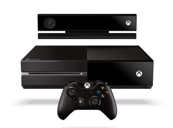 Le design de la Xbox One tend plus vers le boîtier multimédia que la console de jeu. Une sobriété assumée par Microsoft, qui veut positionner son produit comme un élément central du divertissement numérique domestique. © Microsoft