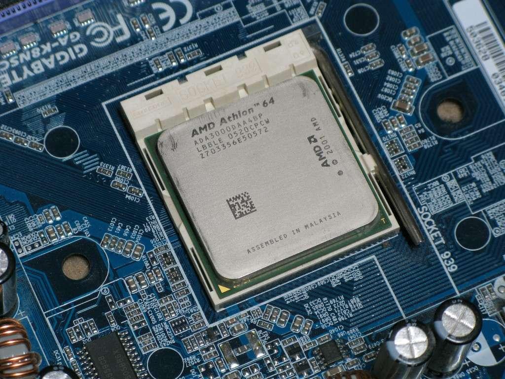 CPU ancré sur sa carte mère (cc) ayukim © AMD