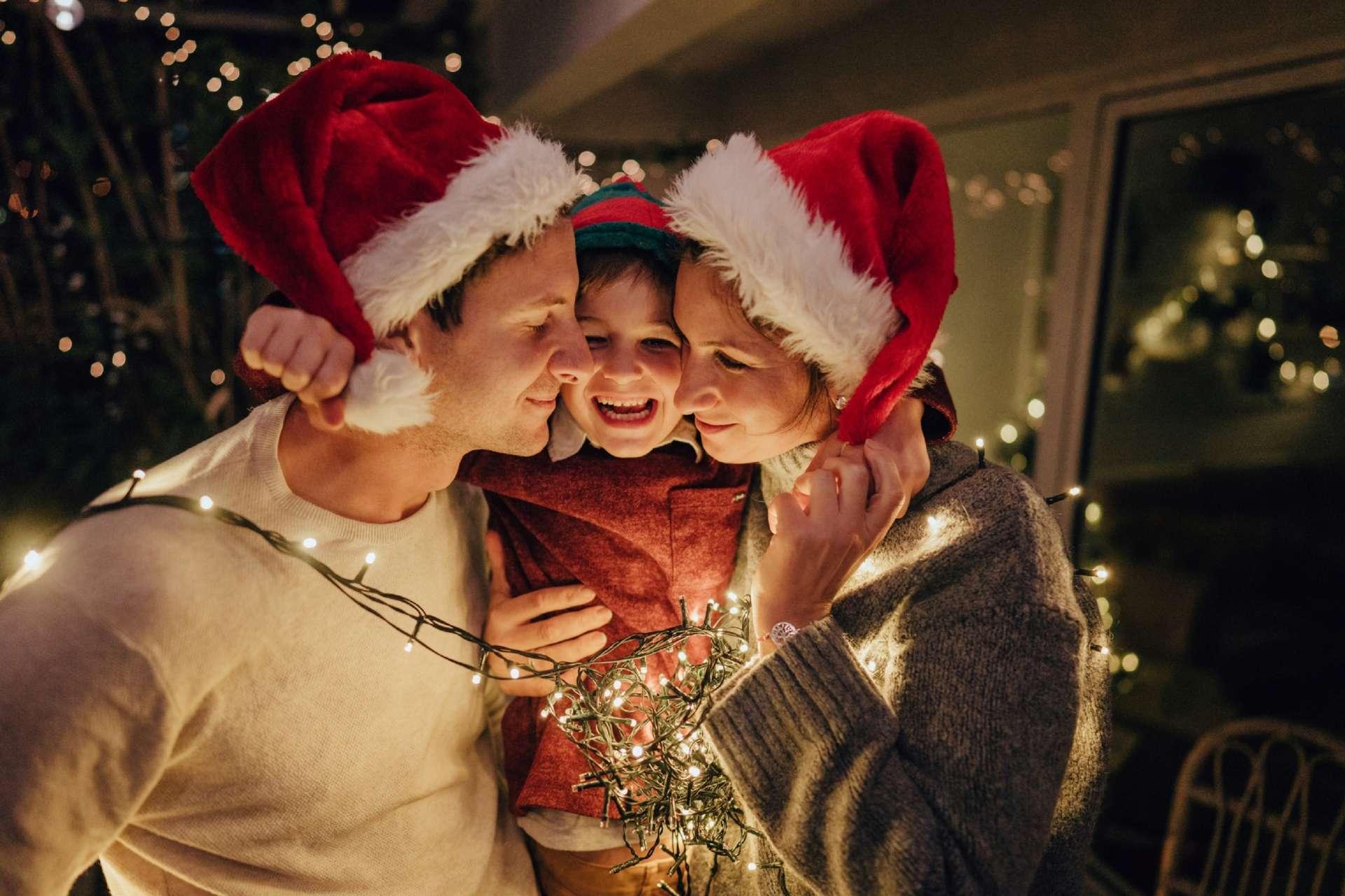 Comment fêtera-t-on les traditionnelles fêtes de Noël et du jour de l'An dans le contexte de la pandémie sans générer de frustrations, tout en veillant sur la santé de nos proches ? © AleksandarNakic, IStock.com