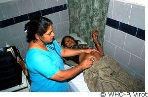 Les femmes du monde et leurs enfants sont souvent vulnérables. © WHO/P. Virot