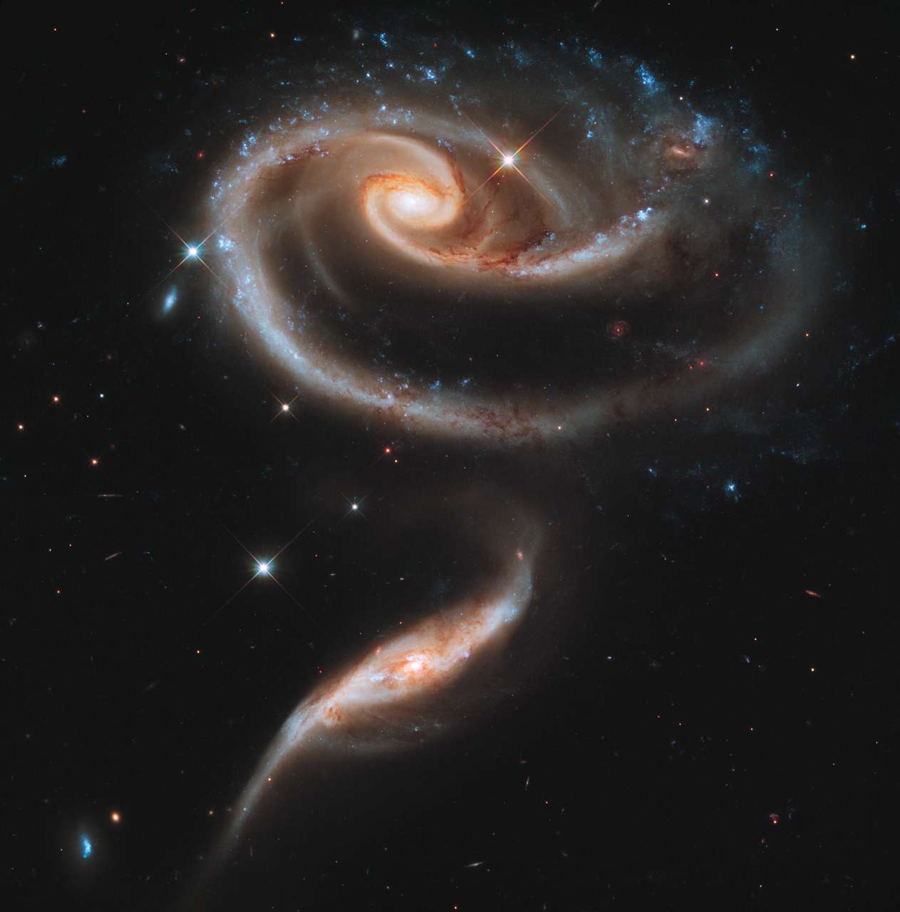 Deux galaxies en collision, le duo Arp 273. © Nasa, ESA, the Hubble Heritage Team (STScI/AURA)