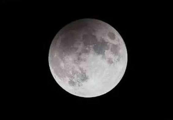 Éclipse de Lune par la pénombre, visible en Europe, Afrique, Asie, et Australie