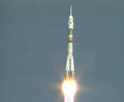 Une fusée Soyouz FG décolle le 30 septembre 2009 du cosmodrome de Baïkonour emportant la capsule TMA-16. © Nasa TV