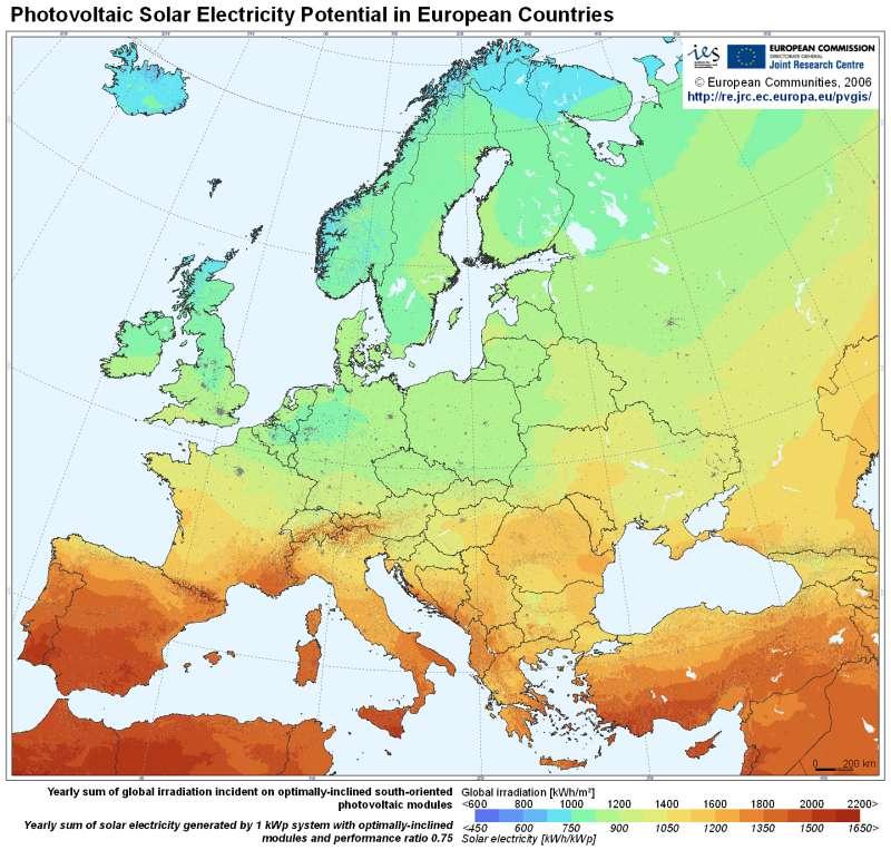 Carte du potentiel photovoltaïque de l'Europe. Plus les couleurs tirent vers le rouge, plus le potentiel est important et plus il tend vers le bleu, plus il est faible. © Commission européenne