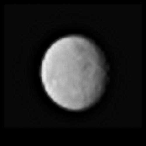 La sonde spatiale Dawn a photographié Cérès le 13 janvier 2015, alors qu'elle se situait à 383.000 km de sa surface. L'image laisse deviner la présence de cratères. © Nasa, JPL-Caltech, Ucla, MPS, DLR, IDA
