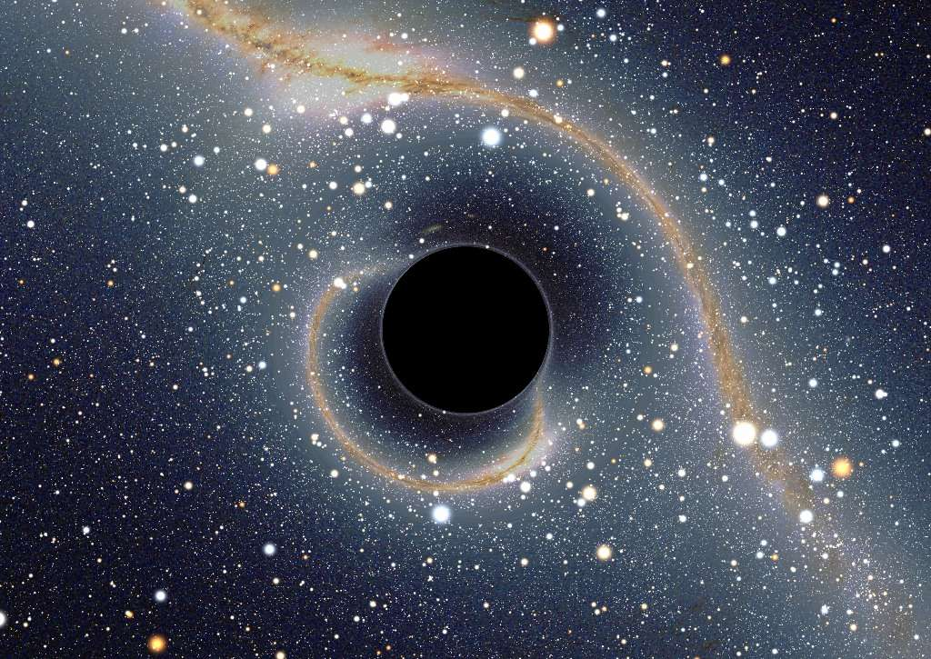 Représentation de la voûte céleste telle que la verrait un observateur situé près d'un hypothétique trou noir devant le centre de notre galaxie. L'image de la Voie lactée n'est plus rectiligne à cause de la déflexion de la lumière passant près du trou noir, et les principales constellations sont très déformées. Mais on peut reconnaître le Sagittaire et le Scorpion en haut à gauche et Alpha et Beta du Centaure en bas à droite. Une image secondaire de toute la voûte céleste se trouve enroulée dans un cercle à proximité immédiate de la silhouette du trou noir. © Alain Riazuelo /IAP