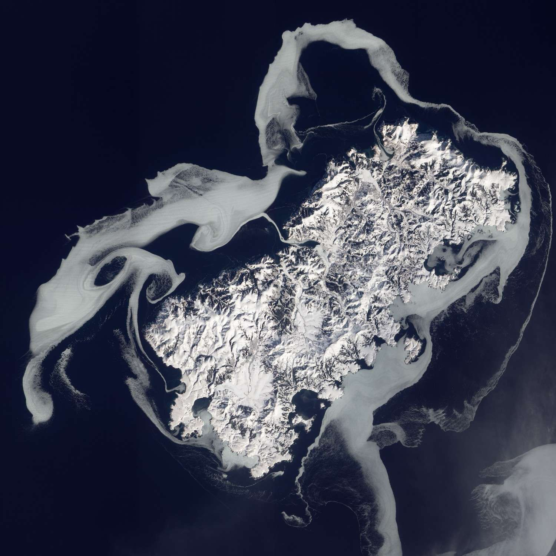 L'île Shikotan vue sous la neige par le satellite américain EO-1. © Nasa