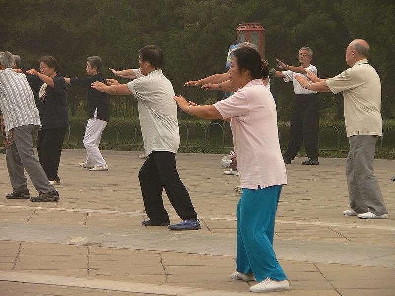 Le tai-chi, pratique sportive destinée à tous et particulièrement adaptée aux personnes âgées, pourrait être bénéfique pour les personnes souffrant d'insuffisance cardiaque. © Craig Nagy, Wikimedia, CC by-sa 2.0