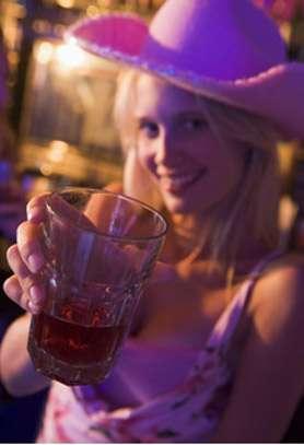 Deux décès ont été rapportés à l'ANSES, suite à une consommation de boisson énergisante. © Phovoir