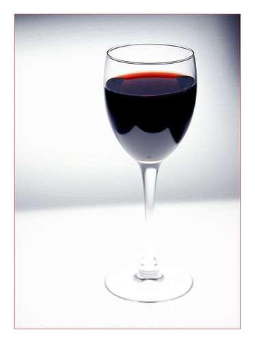 « 1 à 2 verres pour les femmes et 2 à 3 pour les hommes ». Oui mais des verres pas plus grands que celui-ci... © MrScramble / Flickr - Licence Creative Common (by-nc-sa 2.0)