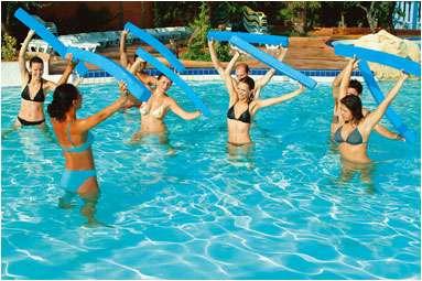 L'aquagym est un sport qui fait travailler toutes les parties du corps. © marestang.com