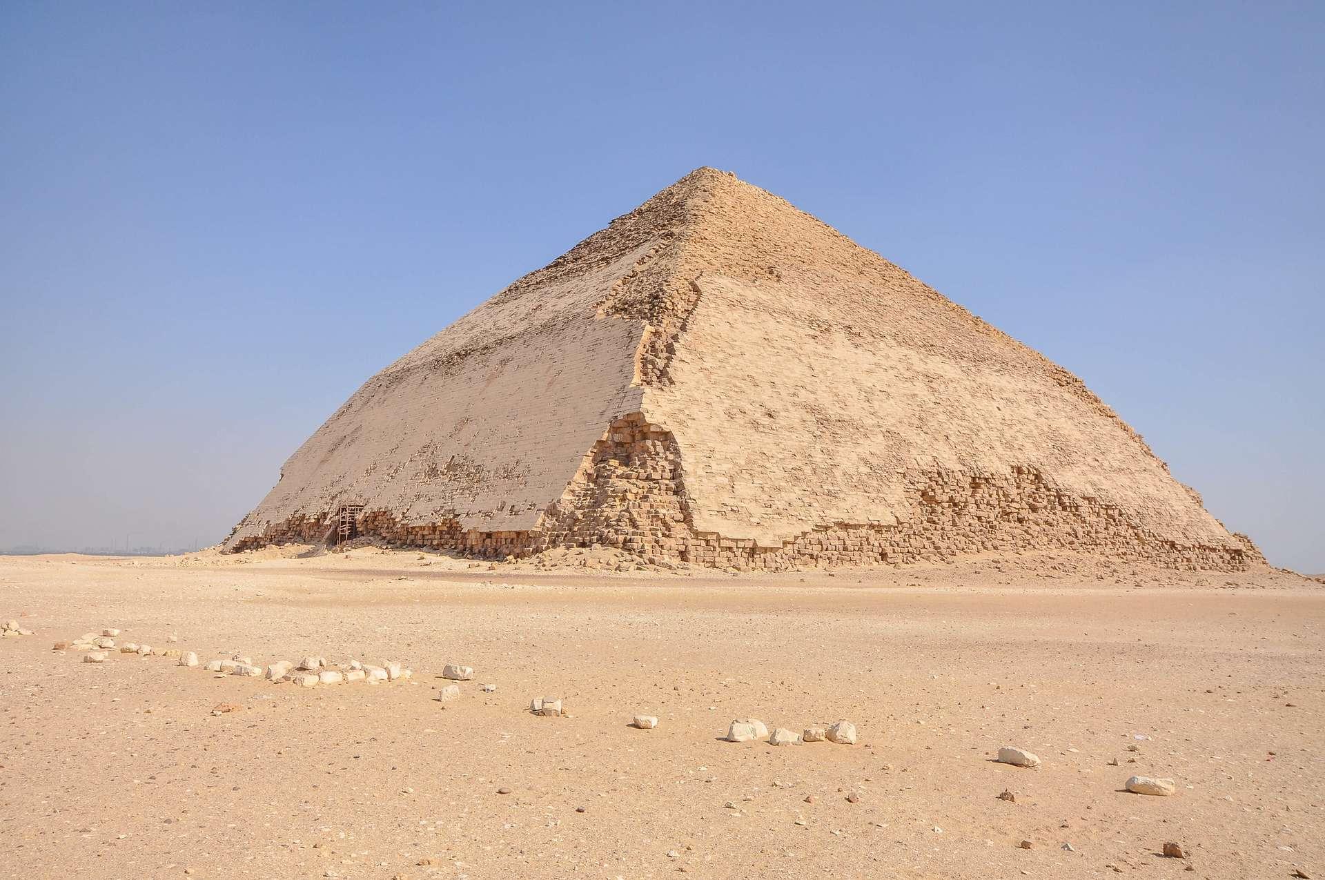 La pyramide rhomboïdale de Snéfrou est ouverte au public depuis le 13 juillet 2019. © Jorge Láscar, Flickr