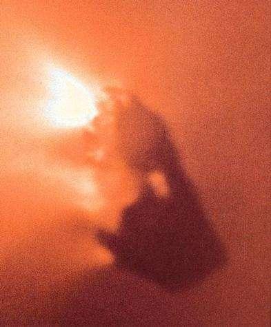 Vue de la comète de Halley par la sonde Giotto.