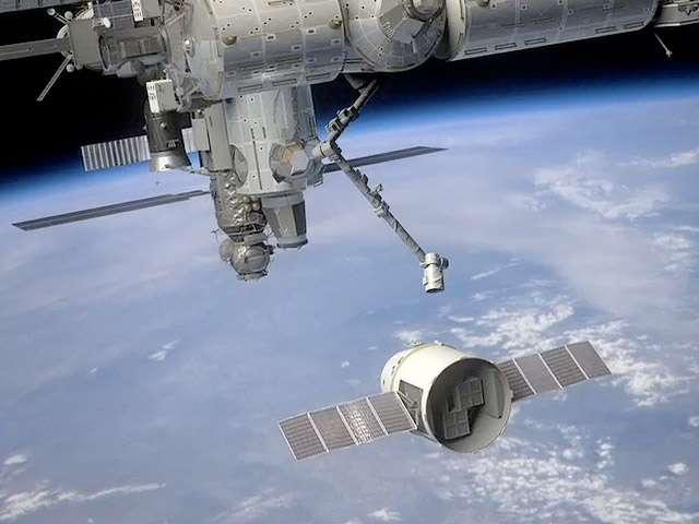 Le cargo spatial de SpaceX, Dragon, pourrait s'amarrer à la Station lors de son prochain lancement. © SpaceX